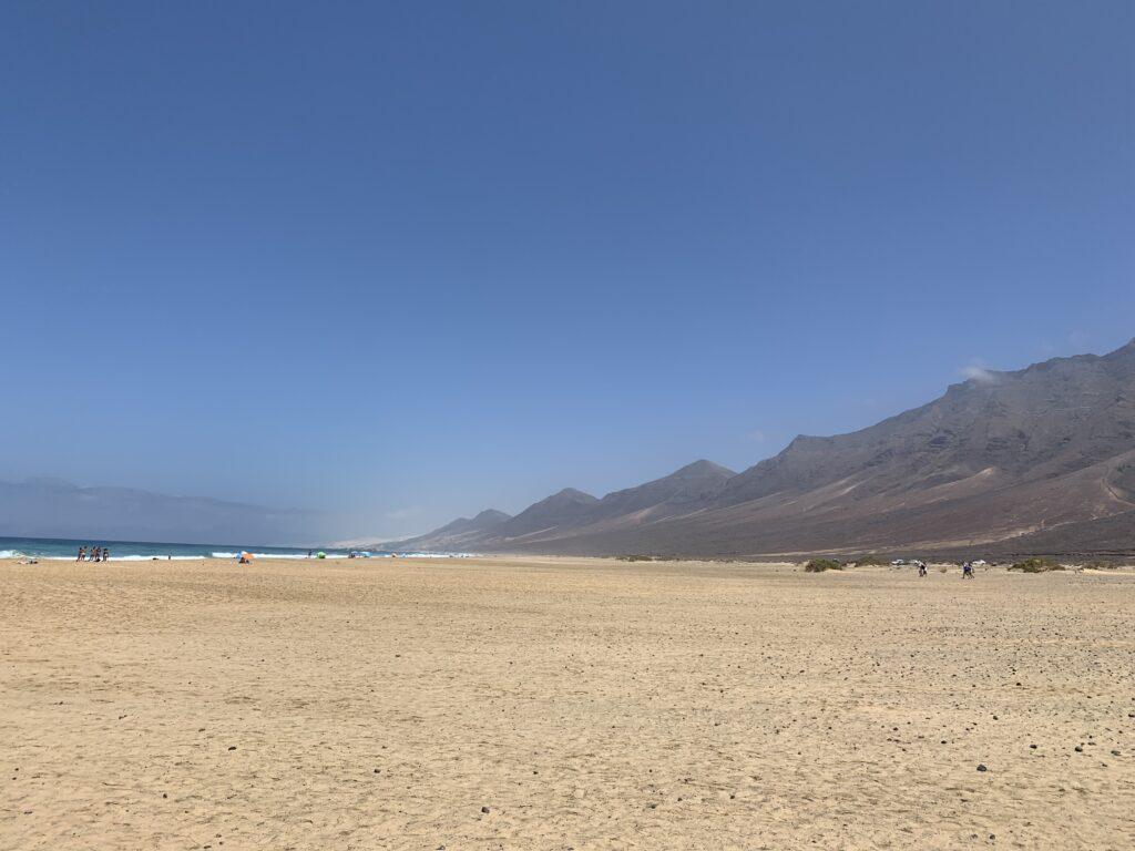 """Einer der schönsten, aber auch gefährlichsten Strände der Insel """"Playa de Cofete"""" an der Südwestküste Fuerteventuras"""