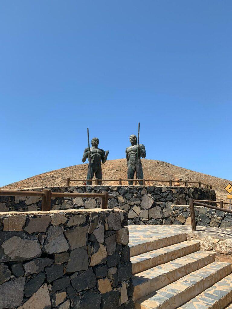 Bronzestatuen von Ayose und Guise